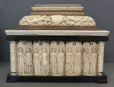 """Northern Italy (Embriachi workshop): Jewellery Casket with Couples of Lovers; late 14th century; bone on wood, intarsia. Skulpturensammlung (inv. no. 690; acquired in 1835 for the Royal """"Kunstkammer"""" collection), Bode-Museum Berlin."""